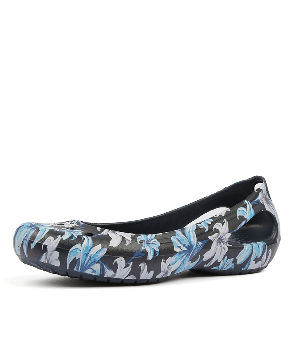 bf4b5c84fe1952 KADEE GRAPHIC FLAT LILY NAVY SMOOTH by CROCS - at Styletread